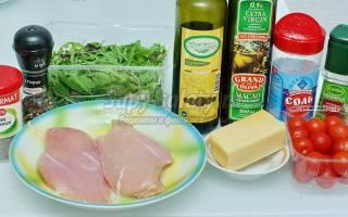 Салат с рукколой, куриной грудкой и сыром: рецепт с фото