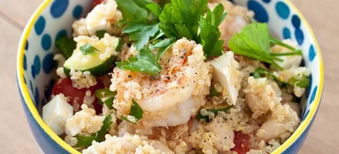 Рецепт теплого салата с креветками и киноа