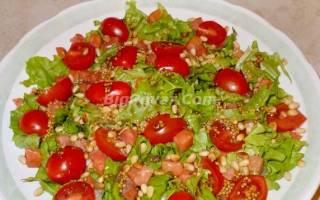 Салат с кедровыми орешками и красной рыбой рецепт