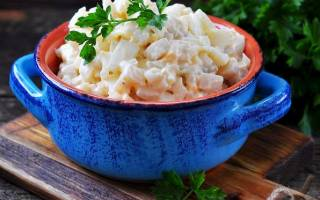 Салат с кальмарами и яйцом рецепт