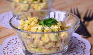 Салат с печенью трески сыром и кукурузой рецепт