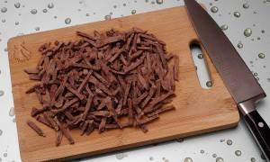 Салат с отварной говядиной и корейской морковкой: самый вкусный рецепт