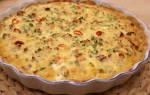 Пирог с копченой скумбрией под яично-сметанным соусом: рецепт с фото