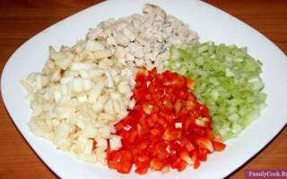 Салат с сельдереем, куриной грудкой и яблоками: простой рецепт