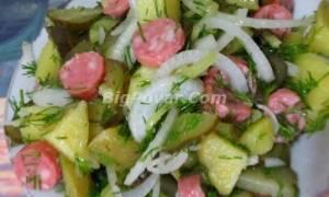 Немецкий картофельный салат с солеными огурцами и копченой колбасой рецепт