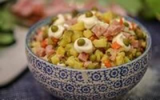 Салат с вареной колбасой рецепт
