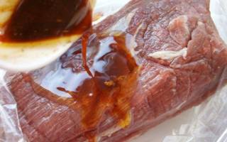 Говядина в духовке сочная и мягкая в рукаве – рецепт с фото