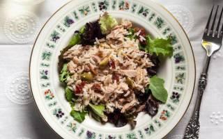 Салат с рисом и рыбными консервами: рецепт с фото